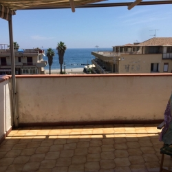Casa Vacanze Mansarda Con Terrazza A 50m Da Spiaggia